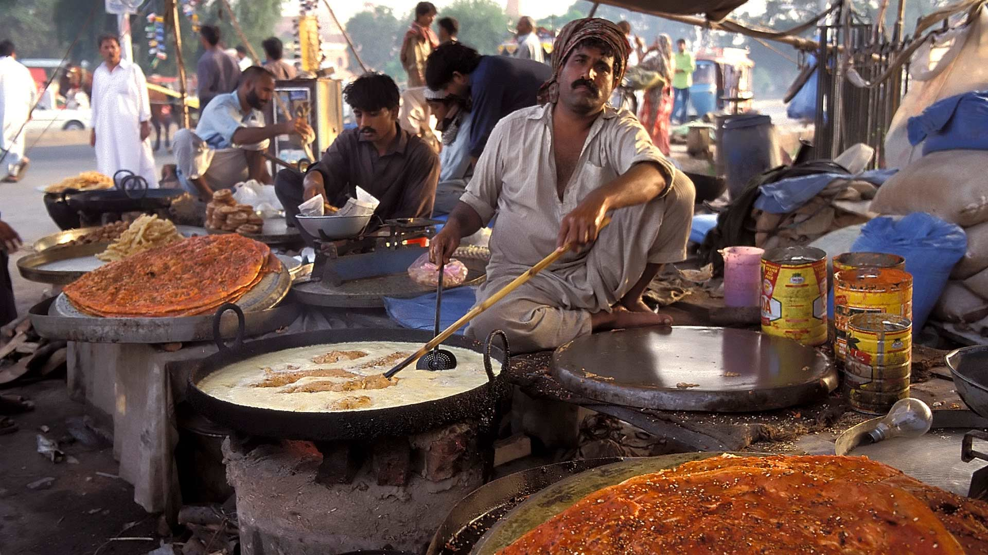Punjabi food vendor, Lahore, Punjab, Pakistan