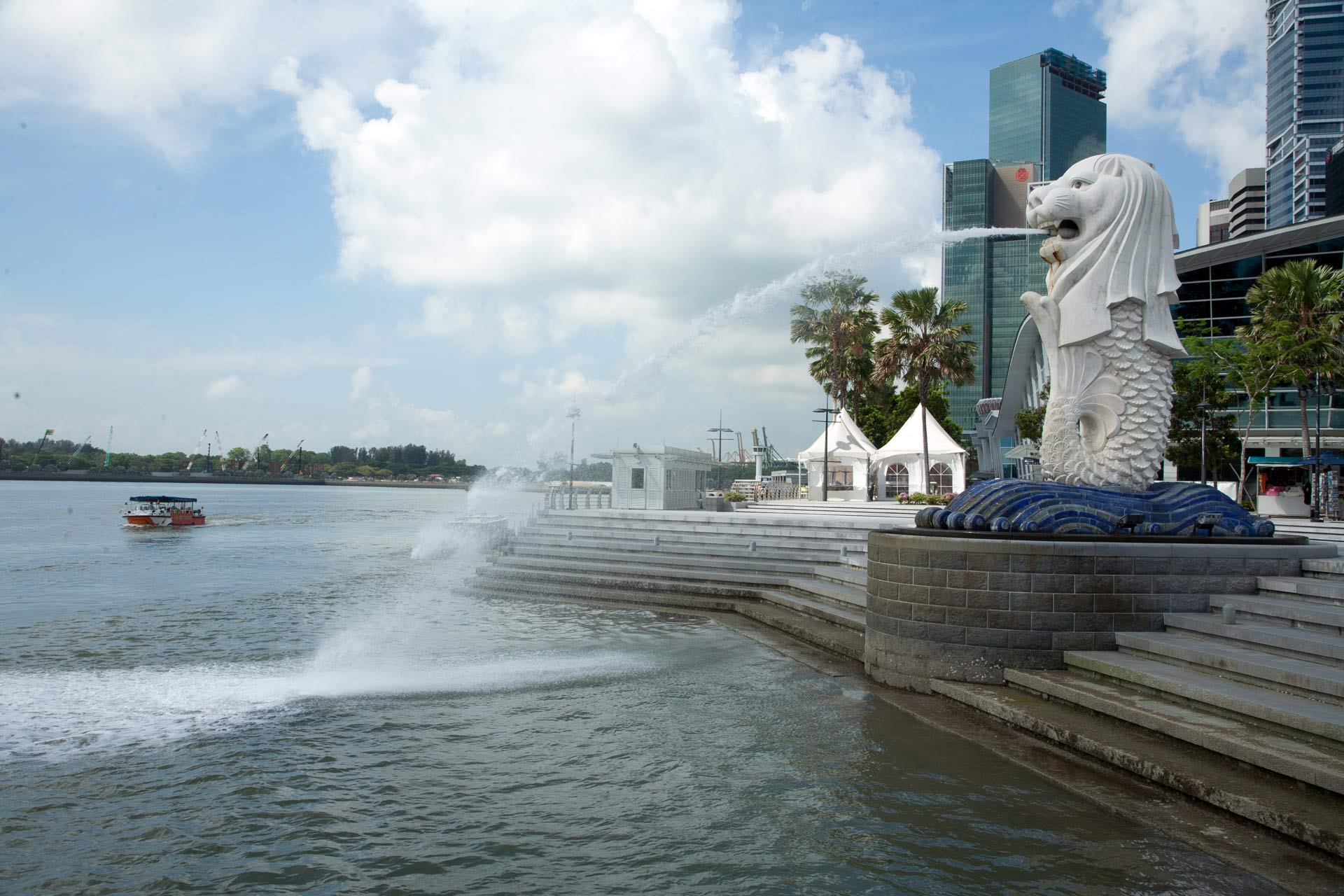 View of Merilon Statue at Marina Bay in Singapore with tourists and Singapore Skyline in background