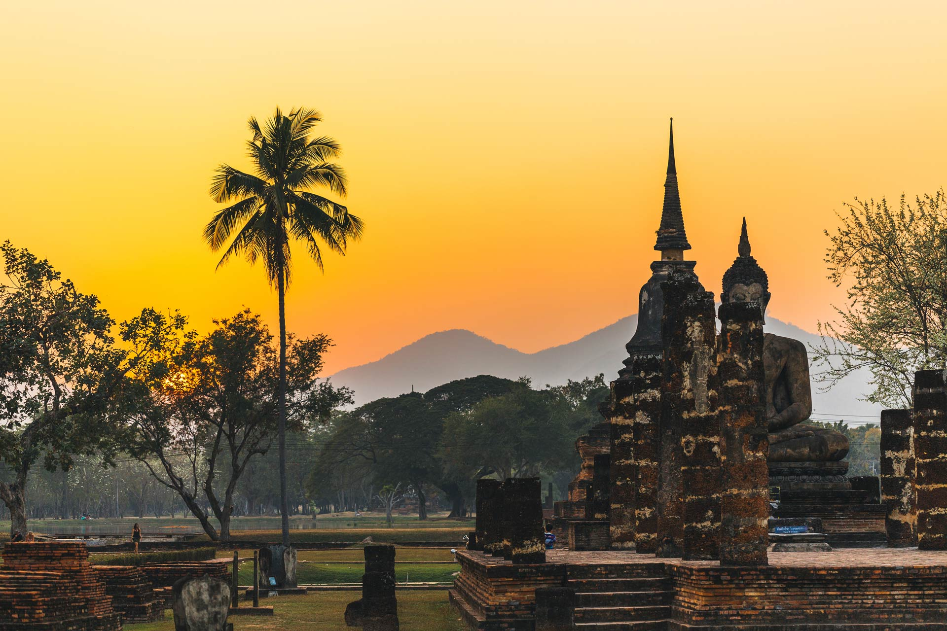temple-in-sukhothai-during-sunset-thailand